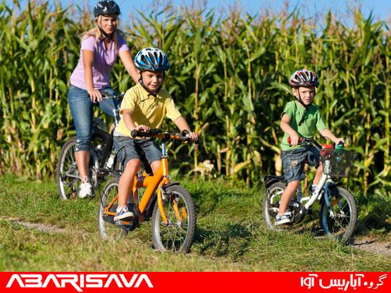 دوچرخه سواری کودکان در تابستان