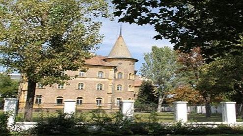كالج اوسينا مجارستان