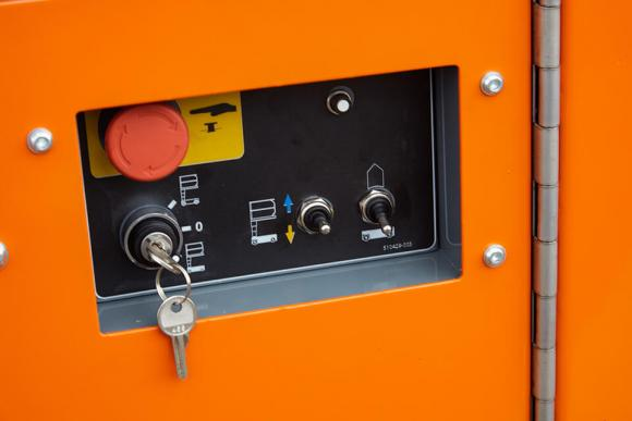 snorkel-tm12-lower-controls.jpg