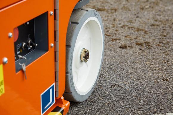 snorkel-tm12-non-marking-tire.jpg