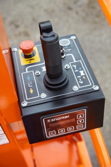 snorkel-tm12-platform-controls.jpg