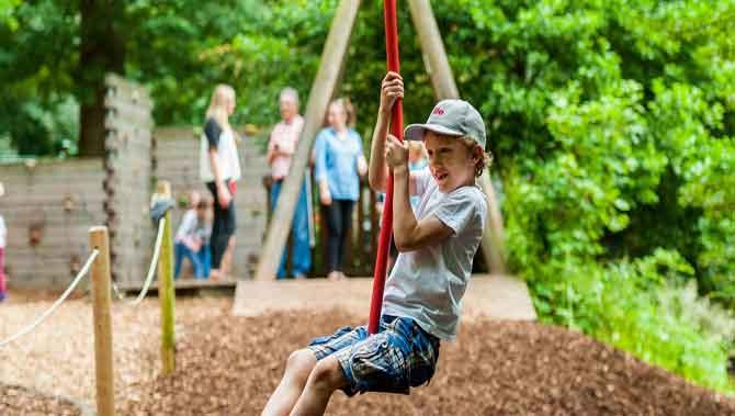 استرس کودک دارای اتیسم درمحیط های بازی