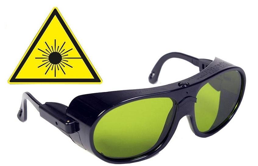 چرا به عینک ایمنی لیزر نیاز داریم؟