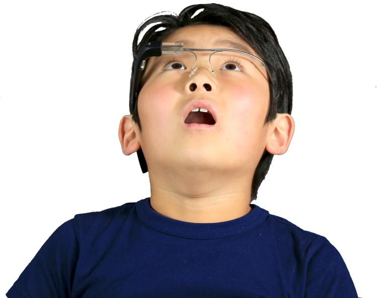استفاده از یک نرم افزار و عینک ویژه و کمک به ارتقاء رفتارهای اجتماعی در کودکان اتیستیک