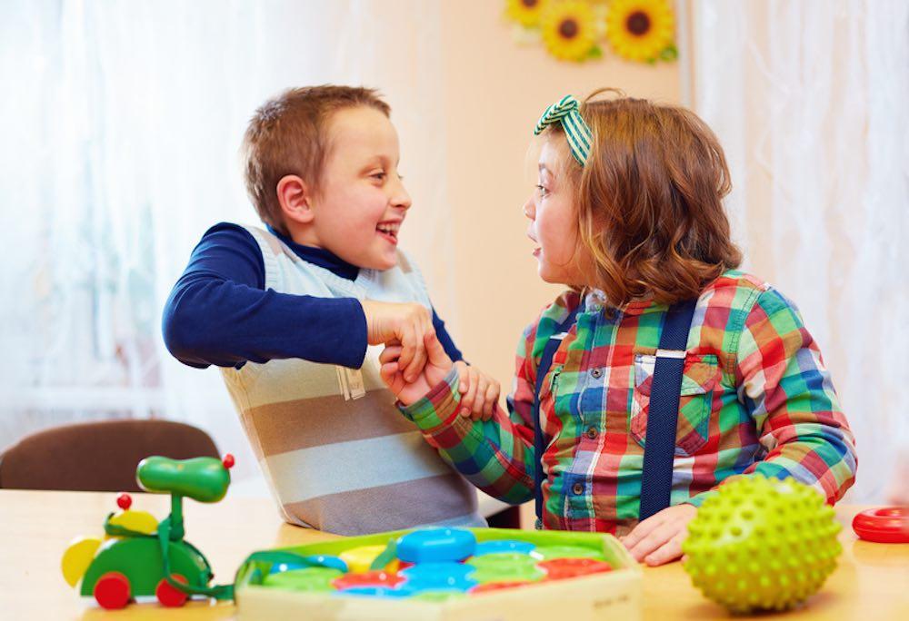 آموزش مهارت های اجتماعی در کودکان اتیسم