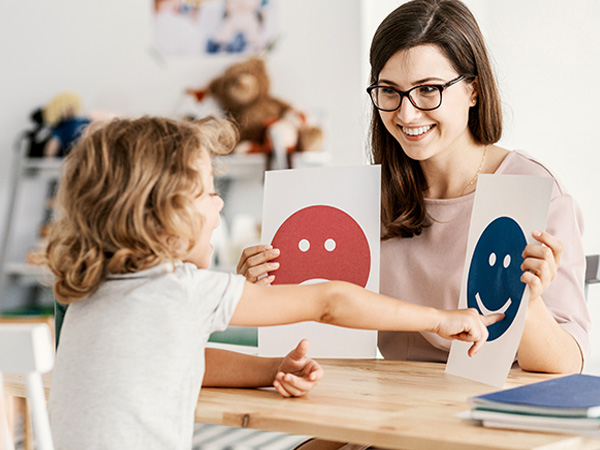 چگونه به کودکان مبتلا به اتیسم آموزش دهیم