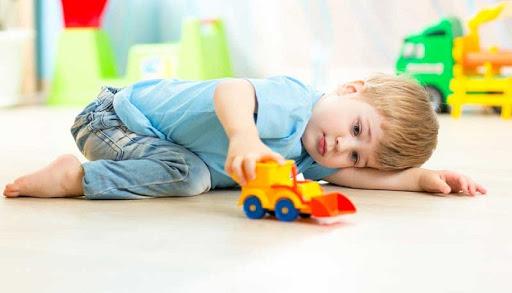نقش بازی درمانی در درمان اتیسم