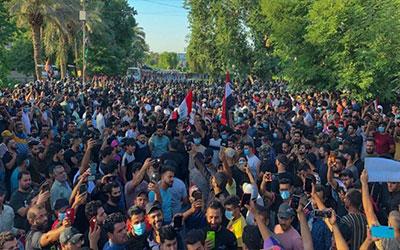 اعتراضات عراق؛ از لگدمال شدن پرچم آمریکا و اسرائیل تا برپایی چادرهای تحصن