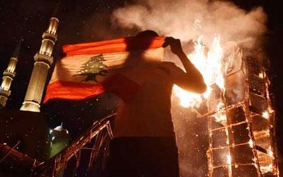 فیلم| آتش زدن پرچم فرانسه در طرابلس لبنان