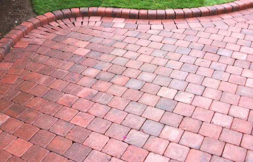 استفاده از سنگ بعنوان پوشش خیابان ها اولین بار در کجا و توسط چه کسانی استفاده شد؟