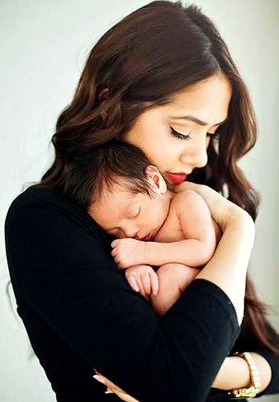 نحوه دوشیدن شیر مادر و روش های نگهداری از آن