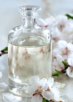 با خواص معجزه آسای گلیسیرین برای پوست، مو و لب آشنا شوید