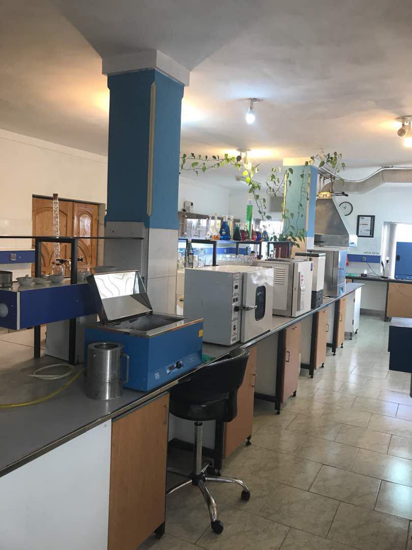 محیط آزمایشگاه و خط تولید شرکت
