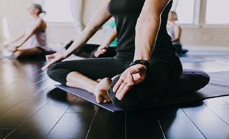 آیا یوگا برای همه افراد مناسب است؟