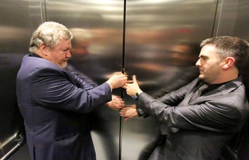 موقع گیر کردن در آسانسور چه باید کرد