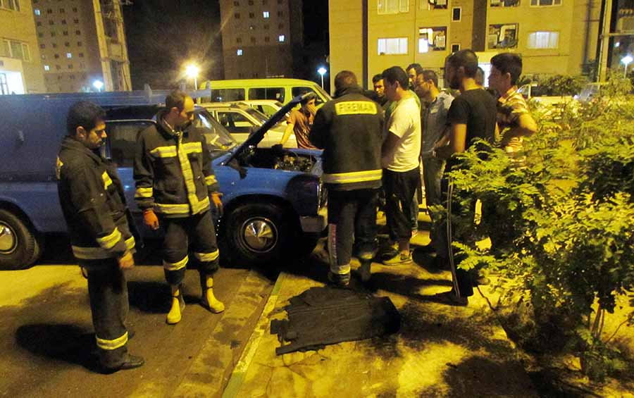 حریق خودروی نیسان آتش نشانان را به محل حادثه کشاند