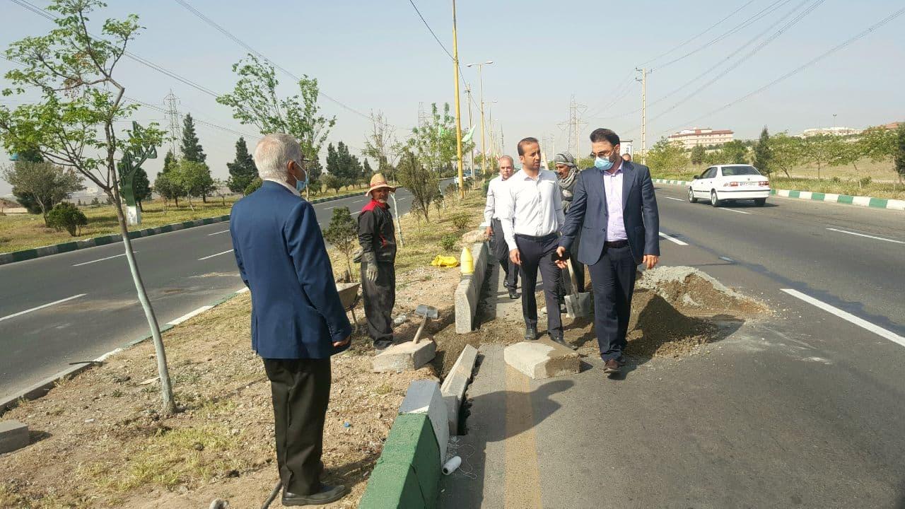 بازدید شهردار پرند از روند بازسازی جداول سطح شهر