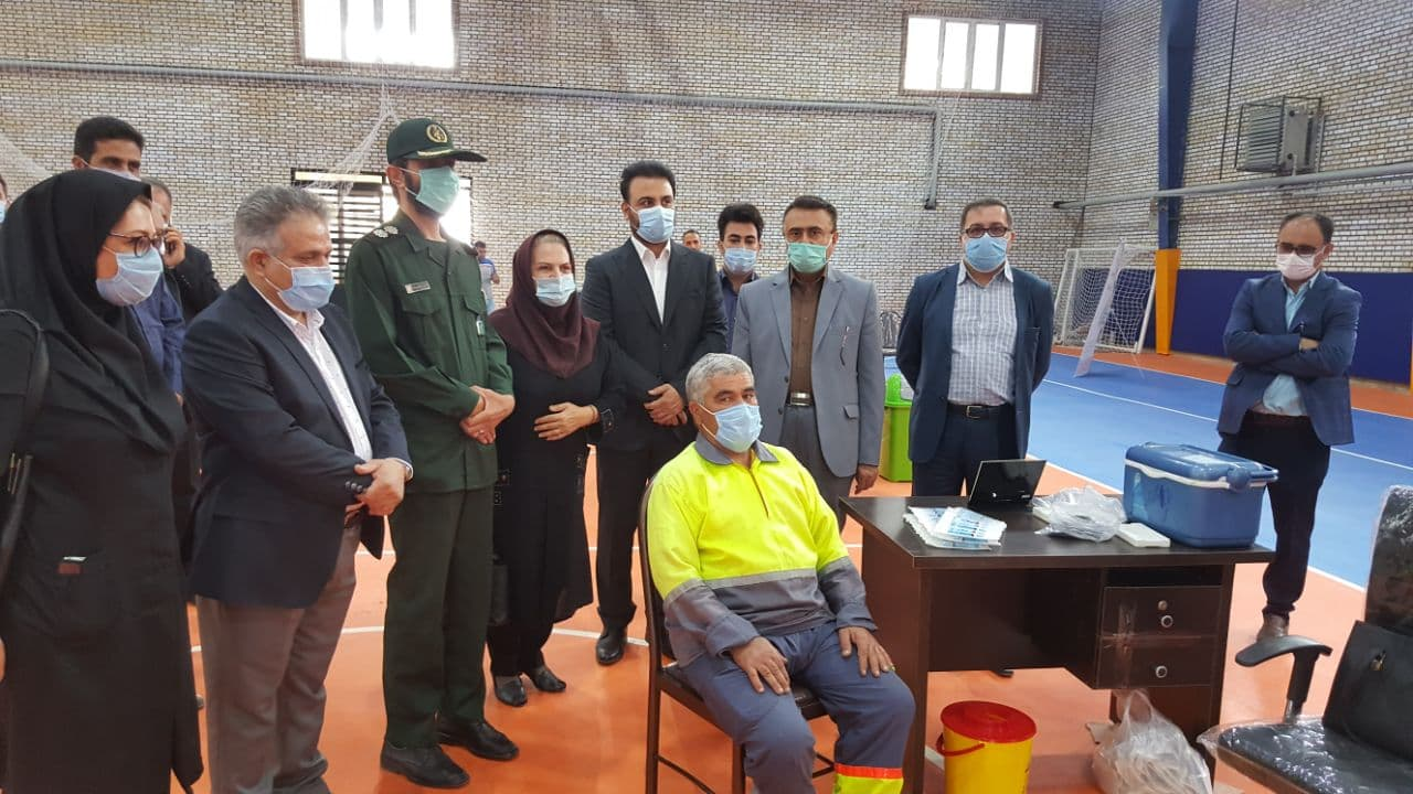 آغاز واکیسناسیون همگانی در سالن ورزشی شهید سلیمانی شهر پرند