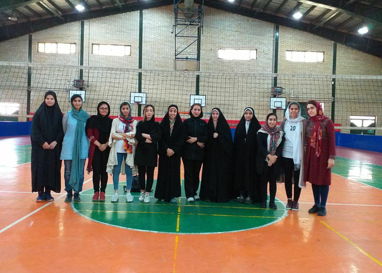 درخشش دختران والیبالیست پرندی و کسب مقام سوم مسابقات والیبال دختران نوجوان غرب استان تهران