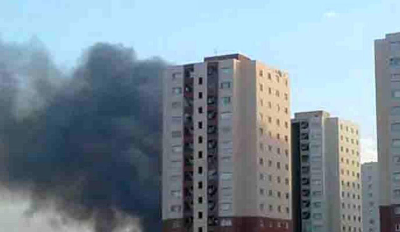 برگزاری جلسه ستاد مدیریت بحران شهر پرند در پی حادثه آتش سوزی در یکی از برج های مسکونی شهرک آفتاب