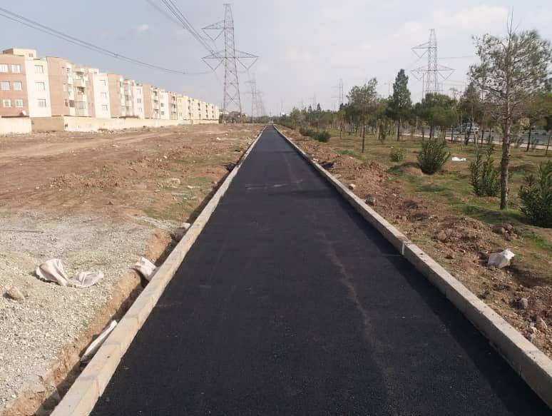 اجرای عملیات آسفالت مسیر دوچرخه سواری شهر پرند