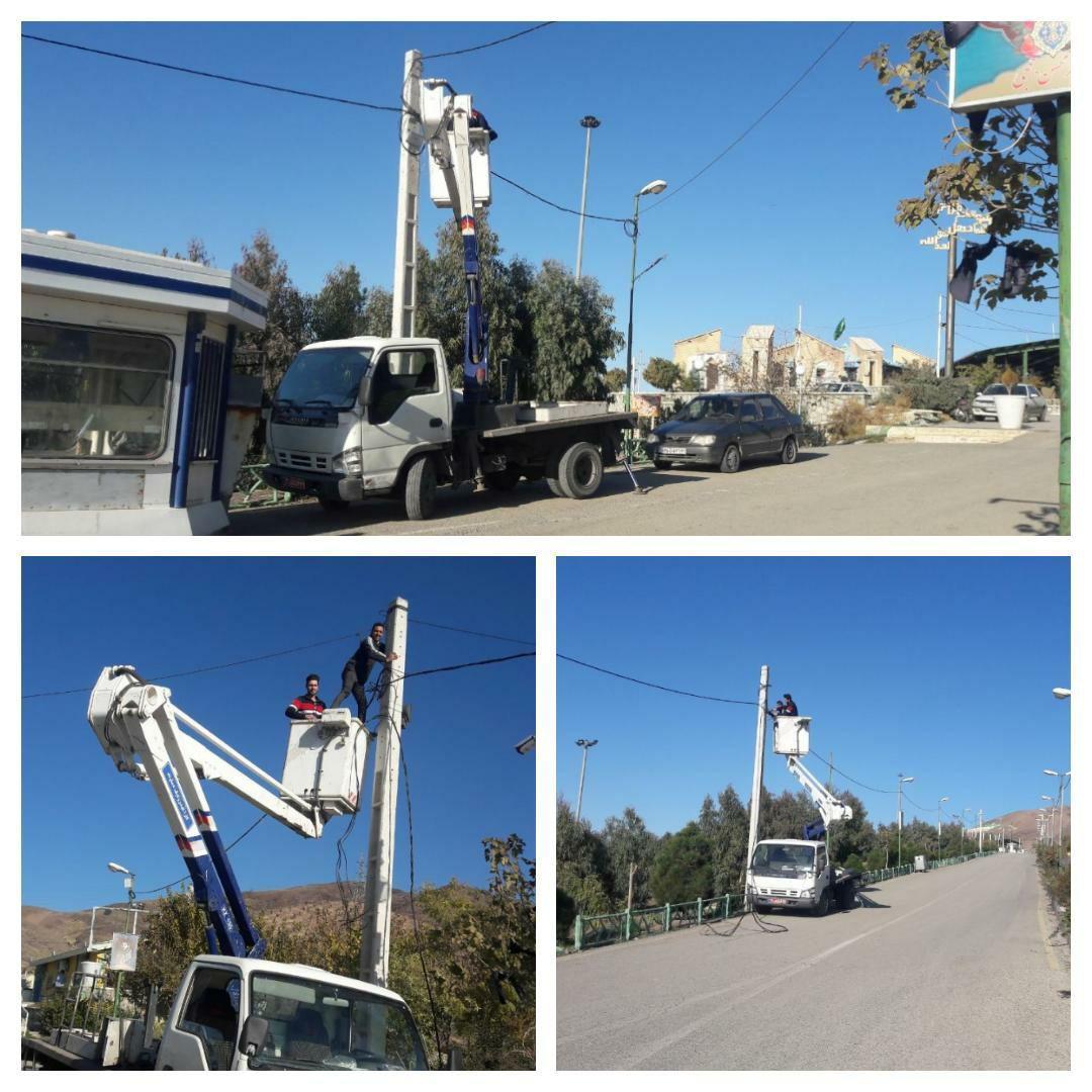 اجرای طرح جهادیِ تعدیل بار پایه چراغ های ورودی بوستان شهدای گمنام شهر پرند