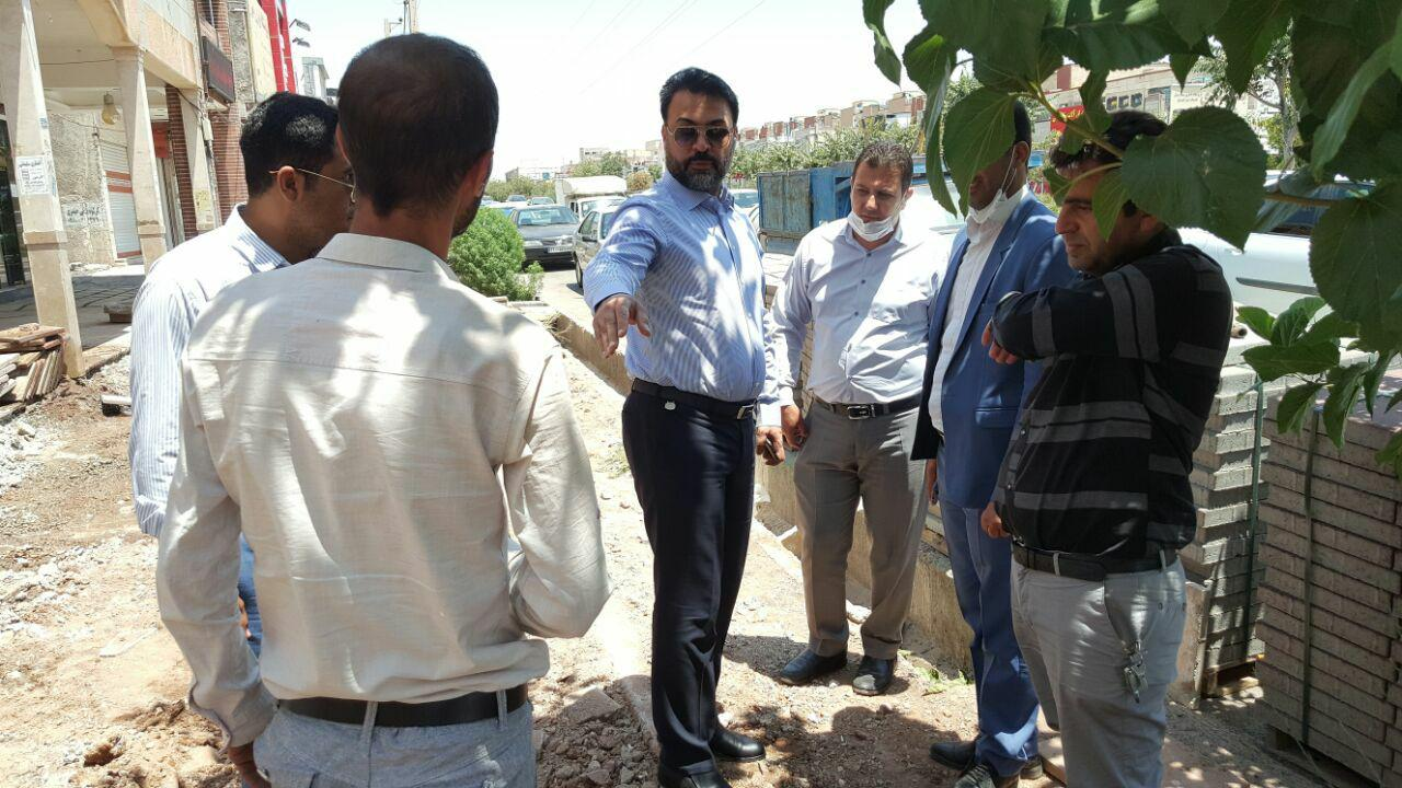 بازدید شهردار پرند از پروژه های عمرانی و سطح شهر / نظارت جدی مهندس عرب بر عملکرد نیروهای شهرداری