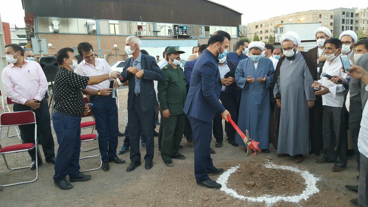 یک پروژه دیگر در پرند کلید خورد / آیین کلنگ زنی مسجد النبی (ص) در فاز صفر شهر پرند