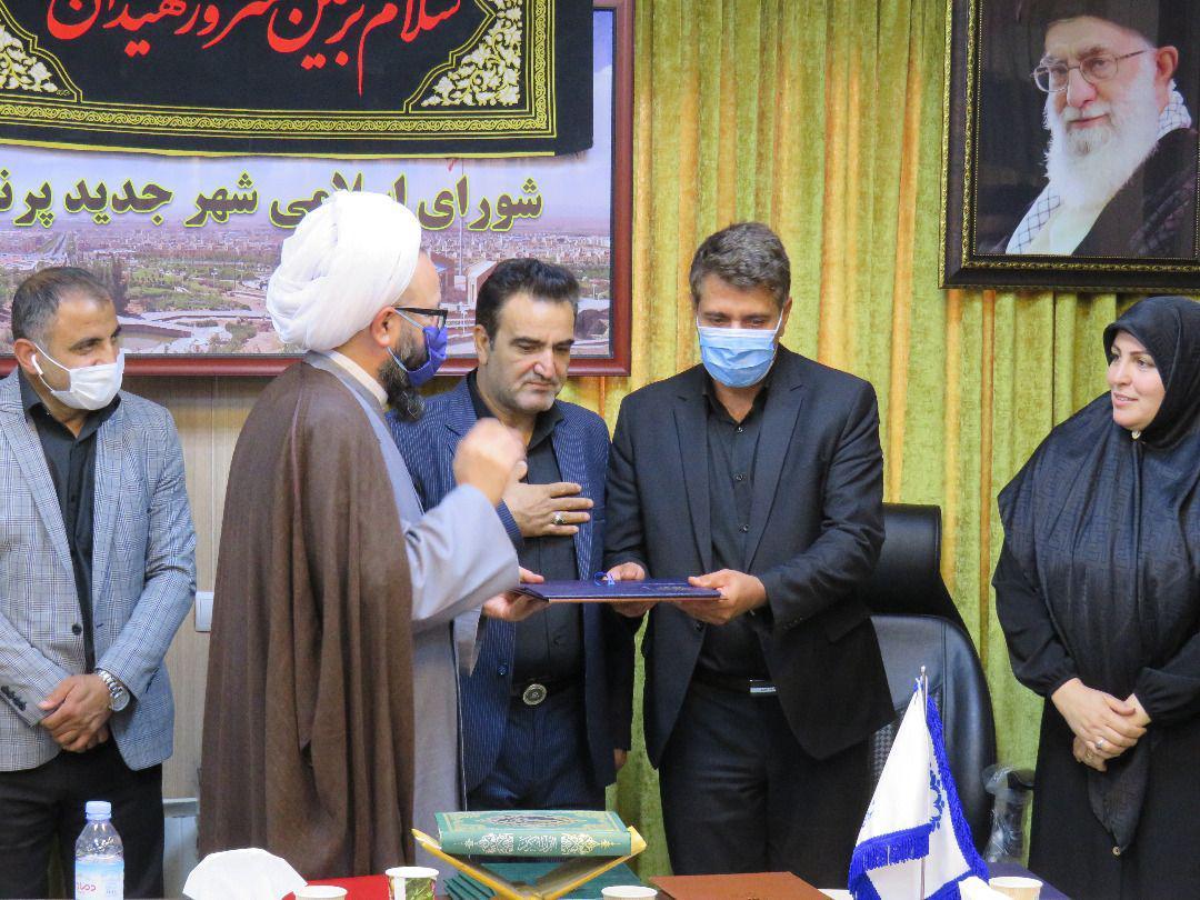 تجلیل و تبریک امام جمعه و شهردار پرند از هیأت رئیسه پیشین و جدید شورای اسلامی شهر
