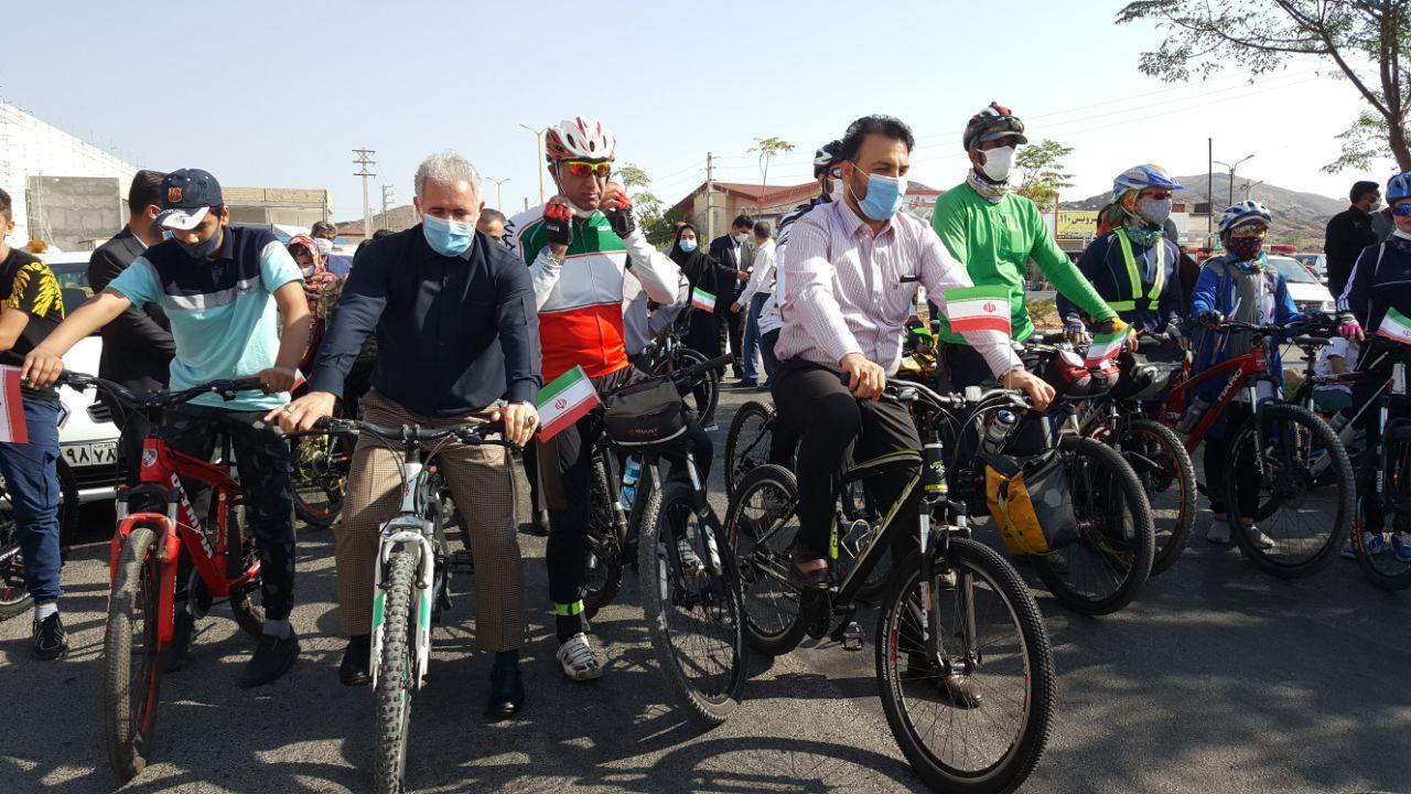 الگوسازی شهردار و اعضای شورای شهر پرند/ رکاب زنی در روز جهانی بدون خودرو