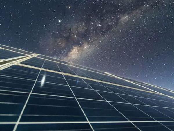 سلول خورشیدی معکوس؛ فناوری فتوولتائیک جدید تولید برق در شب