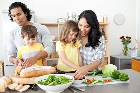 افزایش مسئولیت پذیری کودکان با مشارکت در کارهای خانه