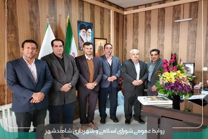 تجلیل از شهردار نمونه استان در روز شهردار