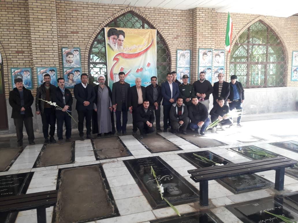 مراسم غبار روبی و گلباران مزارشهدای هشت سال دفاع مقدس و شهدای گمنام شاهد شهر