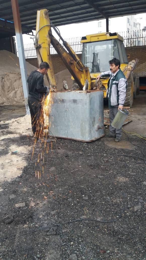 تعمیر باکس های زباله توسط نیروهای زحمت کش معاونت خدمات شهری