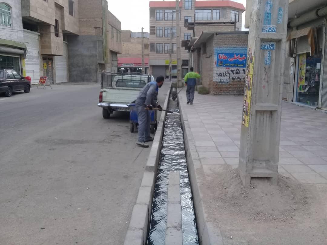 عملیات لایروبی و پاکسازی کانال ها و مسیل های شهر