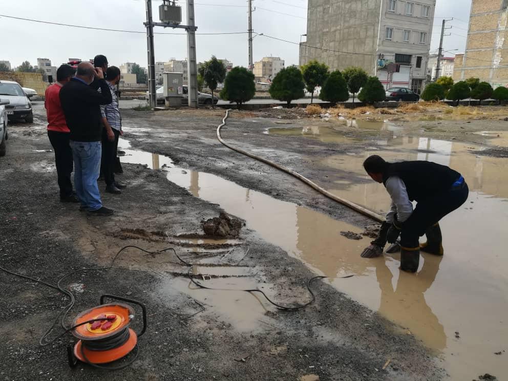 رفع آبگرفتگی توسط نیروهای پر تلاش آتش نشانی