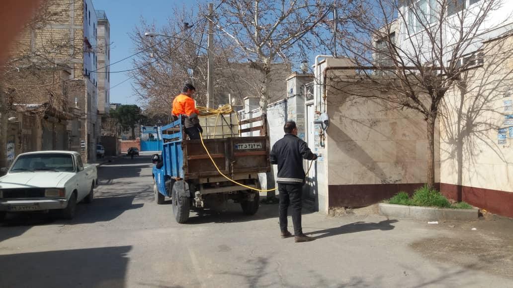 ضدعفونی کردن مستمر پارکها و معابر شاهدشهر توسط شهرداری