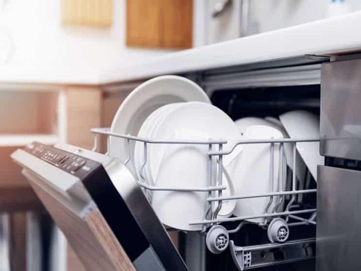 لک شدن ظروف فلزی پس از شست و شو در ماشین ظرفشویی