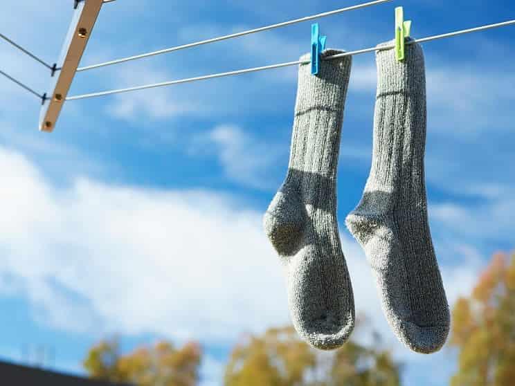 از بین بردن بوی بد جوراب ها