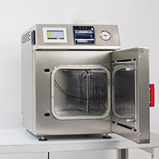 Laboratory autoclaves and steam sterilizers