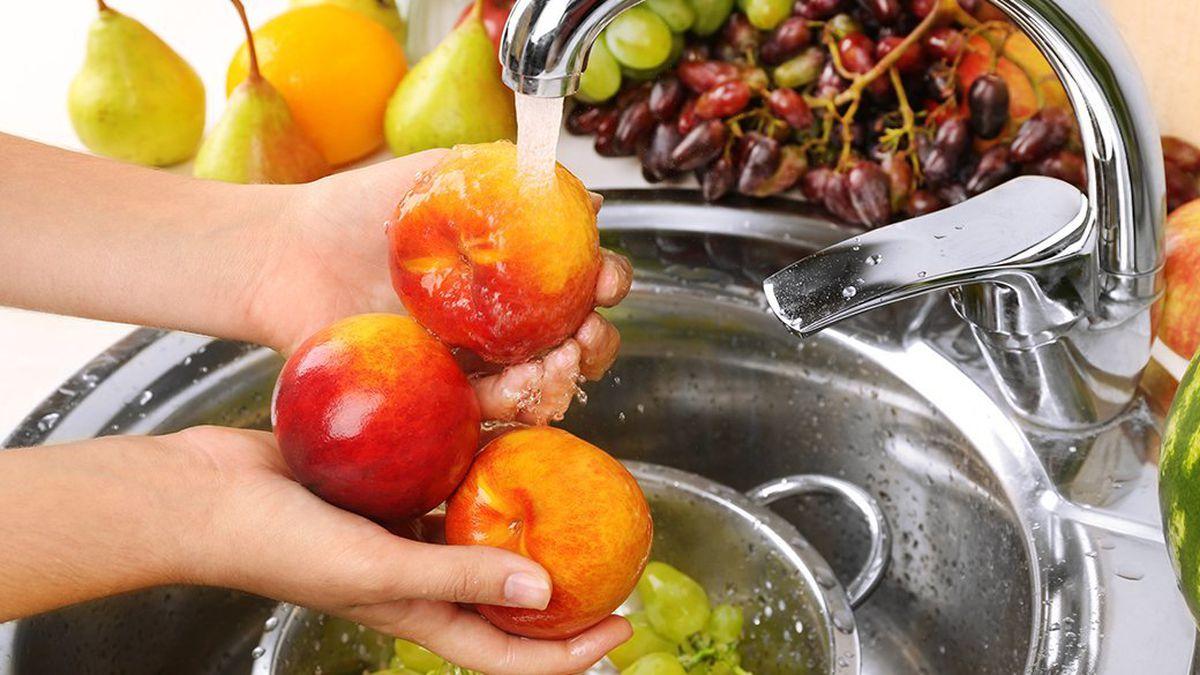 شستشوی بسته ها وموا غذایی درست یا نادرست