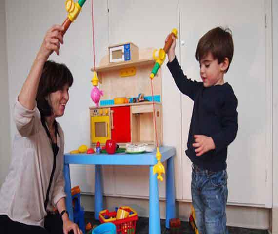 کار بر روی توجه مشترک کودک دارای اتیسم اوتیسم