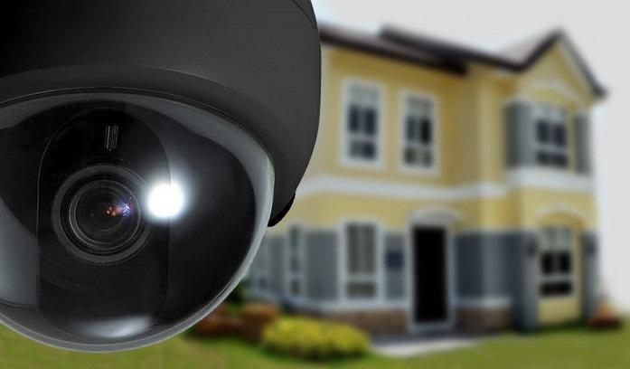 دوربین مداربسته در کنار یک خانه...