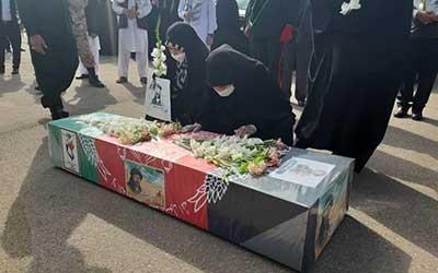 استقبال خانواده شهدای افغانستانی از میهمان تازه حرم امام رضا (ع)+ تصاویر