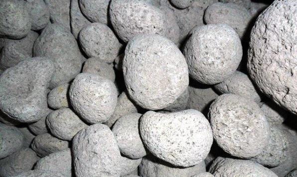 نوعی پوکه معدنی که به صورت طبیعی از آتشفشان ها بیرون نیامده است