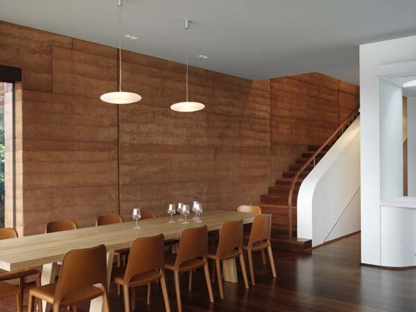 دگور چوبی روی دیوار
